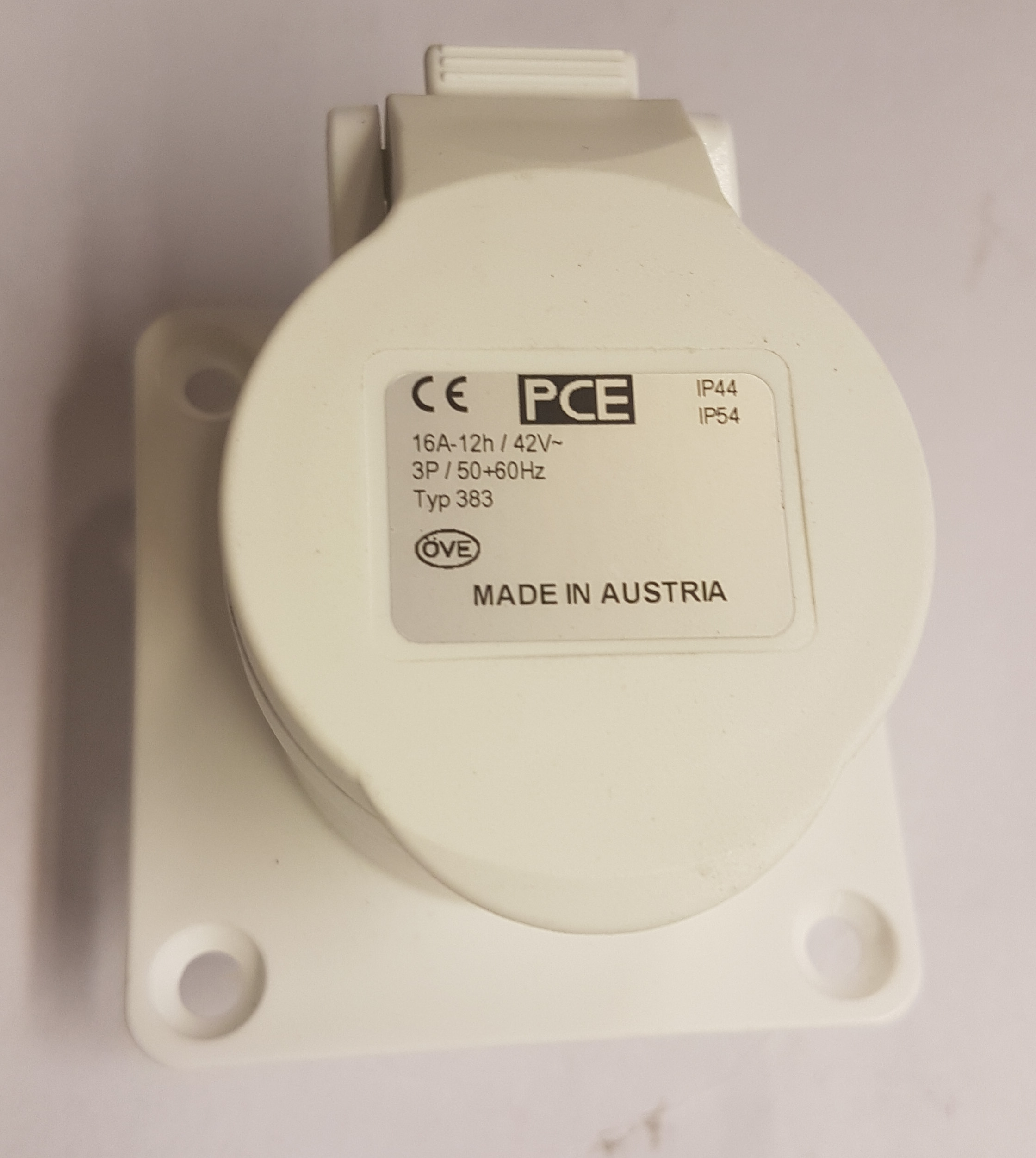 42V CeeForm Socket White